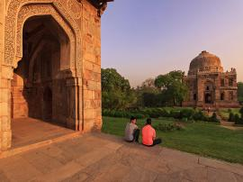 Peace among tombs